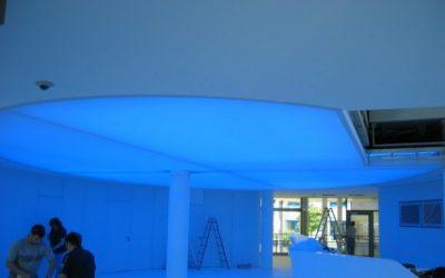 Lichtdecke mit Neonröhren (RGB)